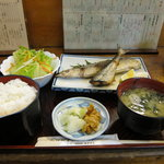 A dinner of grilled fish, 850 JPY