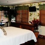 Lahaina Inn Junior Suite