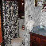 bathroom in Williamsburg room