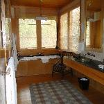 sink and tub area in Orchard Cottage