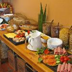 Enjoy traditional farmhouse or buffet breakfast