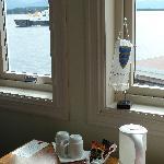 Kaffee-Ecke am Fenster