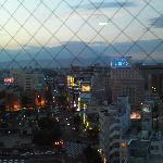 廊下の窓から見える岩手山