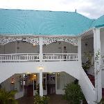 Arrière de l'hotel - accès aux chambres