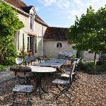 la terrasse ds la cour intérieure où nos hôtes servent le petit déjeuner quand il fait beau