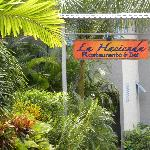 Find La Hacienda on the road to Manuel Antonio Beach and Park