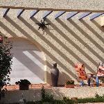 Jeu d'ombres à la villa Riadana