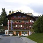 Hotelansicht von der Anfahrt