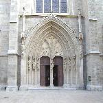 Minoritenkirche, Eingang