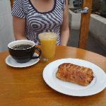 Pain au chocolat, drinks