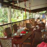 general view of breakfast area