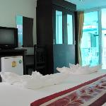 all rooms incl. AC, TV, DVD, hot shower
