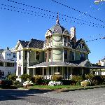 Beautiful Victorian B&B with Unique Island History