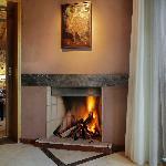 Suite Premium Planta Alta, Sala de Estar con Hogar a leña y Terraza Privada con vista panorámica