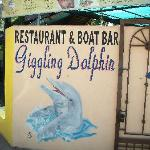Foto de Giggling Dolphin Restaurant and Boat Bar