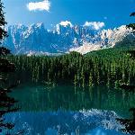vicino lago di carezza - lago leggendario