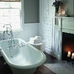 the lakes suite bathtub