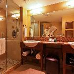 Salle de bain - Suite Urbaine / Bathroom - Urban Suite