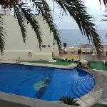 piscina y vista del mar