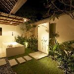 Villa Seriska: Private garden bathroom with open rain shower