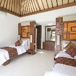 Villa Seriska: Twin bedrom with en-suit bathroom