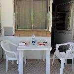Il nostro tavolino all'esterno