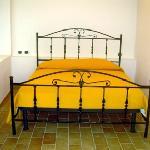 particolare del letto matrimoniale