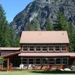 North Cascades Basecamp Lodge at the Base of Goat Wall