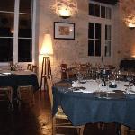 La salle à manger et les tables