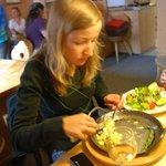 Käsespätzle mit einem Salatteller