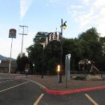 Yreka sign by the hotel