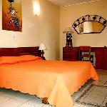 64 chambres au confort moderne (eau chaude, climatisation, TV satellite, Internet wifi)