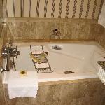 Four Seasons Soaking Tub w bath salts