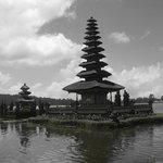 Tempel auf dem See