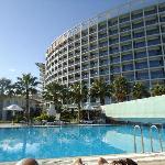 la vue de l'hotel, qd on est allongé sur le transat au bord de la piscine :-)
