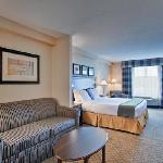 Holiday Inn Express and Suites Huntsville Ontario Canada King Suite