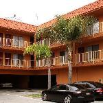 Econo Lodge Near LAX carpark