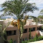 Blick vom Balkon auf die Hotelanlage...