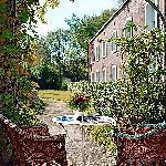le jardin de l'hotel à votre disposition