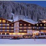 Aussenansicht Hotel Enzian in Zauchensee