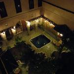 El patio de noche