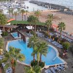 accès rapide a la plage avec du sable importé du maroc