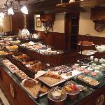 Frühstück (kalt vom Buffet, warm auf Bestellung)