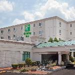 Holiday Inn Salem Exterior