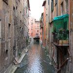 Il canale visto dal davanzale di fronte alla finestrella