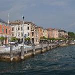 Seeufer Gargnano, Al Miralago ist im 3. Haus von links