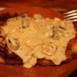 Delicious potato pancakes with mushroom sauce!