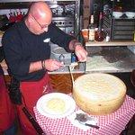 Tagliatelle auf Parmesan flambiert