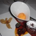 Warmer Scholokalenkuchen mit Orangeneis