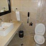 bathroom - deluxe rm